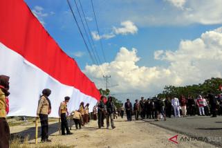 Pemkot Palu bentangkan bendera 1.000 meter di Kampung Nalayan