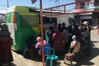 Pedagang Pasar Manonda Palu antre daftar BPJS Ketenagakerjaan