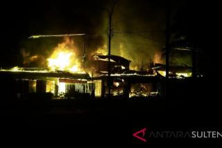 Ulah pemuda mabuk, tujuh rumah terbakar di Palu