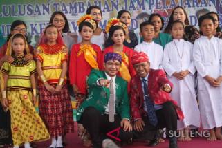 Wali Kota Palu serahkan sertifikat kelulusan tambahan pelajaran agama