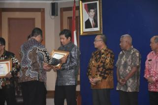 Bupati Banggai Herwin Yatim raih Inagara Award