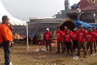 Relawan Parimo bersihkan puing, jamaah masjid berdzikir