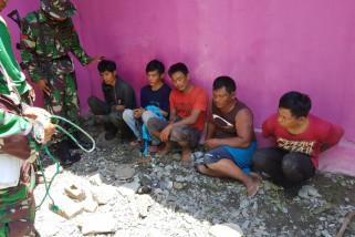 Satgas Yonif PR 433/Kostrad tangkap pencuri kabel listrik PLN di Balaroa.