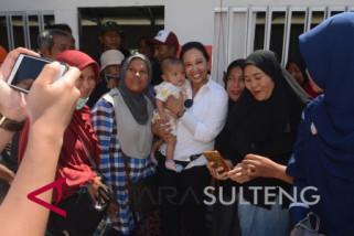 Menteri BUMN gendong anak sekolah di Perumnas Balaroa