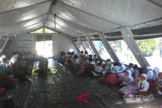 Siswa Palu dan Sigi belajar di tenda