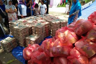 Distribusi logistik kepada pengungsi bencana dilakukan sekali untuk tiga hari