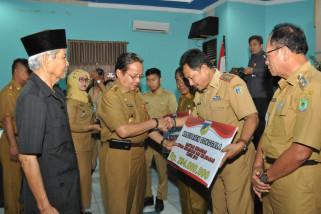 Gubenur Sulteng kucurkan Rp3,6 miliar bantu kecamatan dan kelurahan
