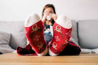 Manfaat tidur menggunakan kaos kaki basah