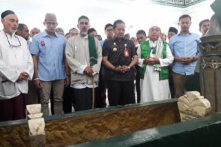 Sandiaga Uno menziarahi makam pendiri Alkhairaat