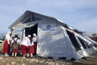 Siswa Sigi antusias sekolah di tenda pascabencana