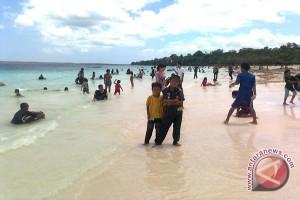 Pengelola Pantai Untung Akhir Masa Liburan