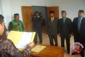 Tiga Anggota PAW KPU Buton Dilantik