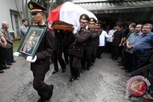Kapolri Irup Pemakaman Jenazah Jenderal Dibyo Widodo