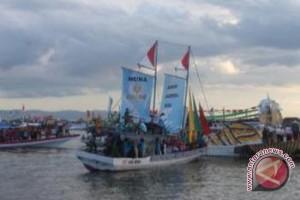 169 Perahu Hias Meriahkan Hut Sultra Ke-49