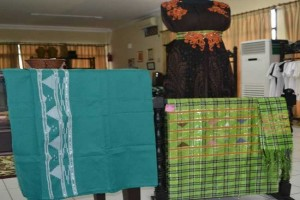 Batik Tenun Tolaki Diminati Tamu Pusat Dan Wisatawan
