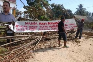 Aksi Blokir Jalan Di Muna Masih Berlanjut