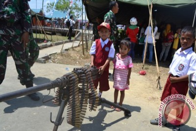 Masyarakat Saksikan Perayaan HUT TNI di Kendari