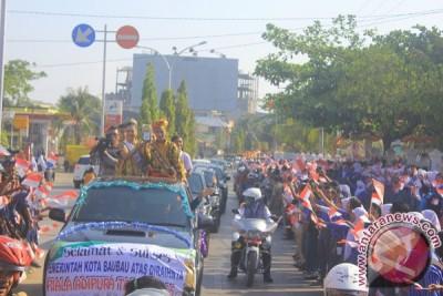 Piala Adipura Diarak Keliling Kota Baubau