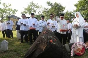 Mengenang Korban Tsunami Di Monumen PLTD