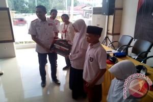 PT Kalla Toyota Salurkan Beasiswa Pendidikan