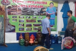 "Dekranasda Promosikan Tenun Lokal Di ""Kendari Expo"""