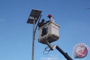 Antam Bantu Lampu Penerangan Jalan Tenaga Surya