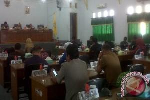 DPRD Baubau Sampaikan Pandangan Umum Fraksi