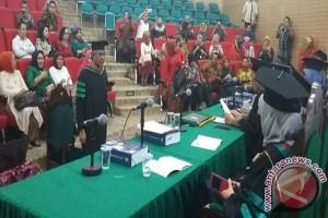 Gubernur Sultra Nur Alam Raih Gelar Doktor