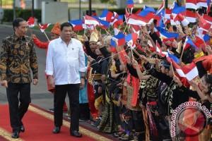 Jokowi Minta Duterte Bantu Selesaikan Masalah WNI