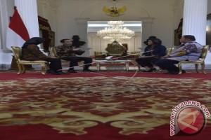 """Jokowi Lupa Hari Akibat """"Asyik"""" Kerja"""