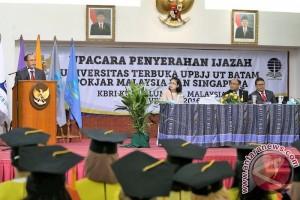 WISUDA TKI MAHASISWA UNIVERSITAS TERBUKA DI MALAYSIA