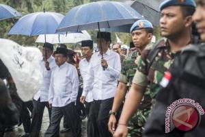 Presiden dan Wapres Shalat Jumat Di Monas