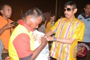 Pemkot Baubau Serahkan Bantuan Korban Kebakaran