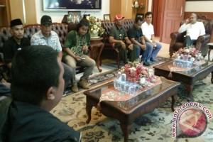 Warga Demo Tutut Janji Gubernur Perbaikan Jalan