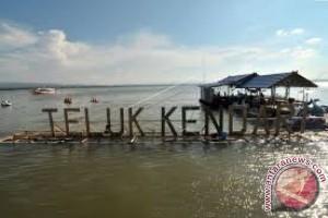 Bersihkan Teluk Kendari, DLHK Siapkan 10 sampan