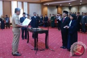 Gubernur Lantik Gusti Pasaru Jadi Kepala Inspektorat