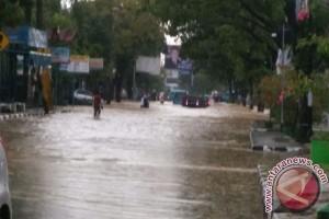 Kendari Diguyur Hujan Lebat Disertai Petir