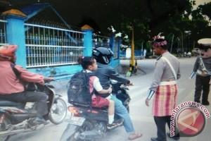 Polres Baubau Operasi Simpatik Gunakan Pakaian Daerah