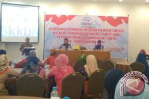 BKKBN Sultra Libatkan Bidan Sosialisasikan Kesehata Reproduksi