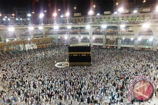 Bupati Kolaka Terima Penghargaan Peduli Haji