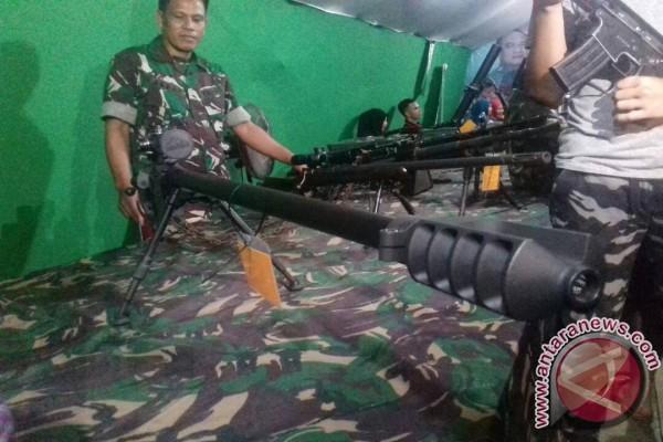 TNI Pamerkan Senjata Dalam