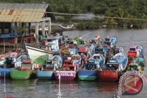 31 Kelompok Nelayan Kendari Terima Bantuan Perikanan