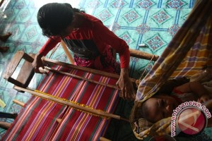 Pemnenun Sarung Adat Suku Muna