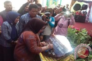 Ketua Dekranasda Canangkan Kampung Tenun Di Muna