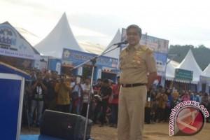 Gubernur Sultra Komitmen Jadikan Tenun Produk Unggulan