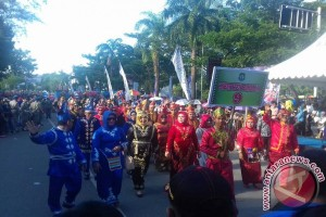 Sultra Gelar Karnaval Tenun Daerah 2017