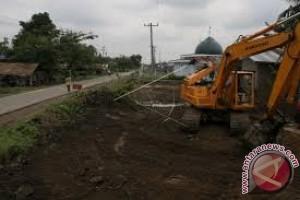Bupati Muna Barat Konsetrasi Bangun Infrastruktur Jalan