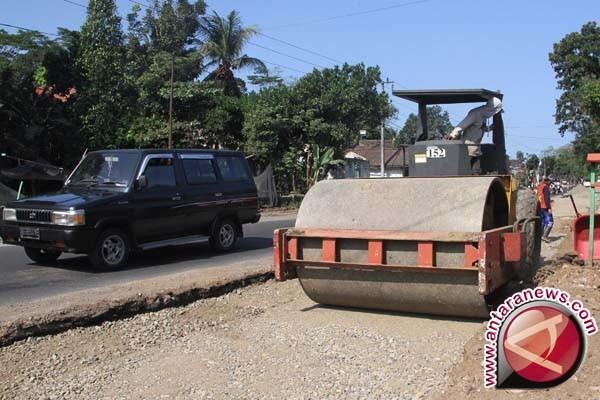 Sultra Tempatkan Alat Berat Jalur Rawan Rusak
