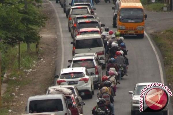 Arus Balik Kendaraan Jalur Kolaka-kendari Mulai Ramai