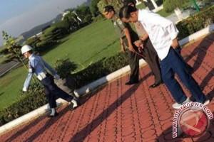 Alasan Presiden Jokowi Bersepatu Sneakers ke Tasikmalaya
